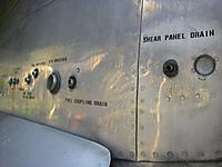 エンジンカバーには「fuel coupling drain」「G/B breather」とかいろいろと書いてある
