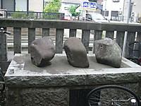 秋津神社の力石