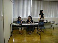 受付担当の女性たち