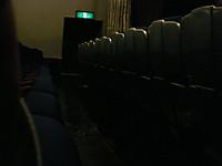空席が並ぶ「パンドラの約束」上映館