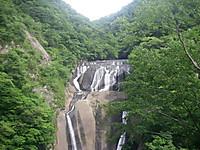 上にある第二観瀑台から見た袋田の滝