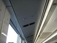 座席の上のランプが予約済みかどうかを示し、左が緑色なら予約済み、右が赤なら未予約。