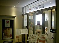 献血ルームの入り口は両開きのガラス扉