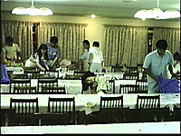 食堂でのビアホールを片付けるスタッフと酔いつぶれている?歴さん
